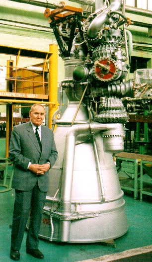 Nikolai Kuznetsov with NK-33 rocket engine